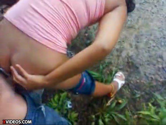 Novinha dando o cu no mato